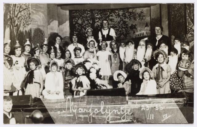 103996 - Toneel. Uitvoering kinderoperette 'Marjolijntje' onder leiding van Anna Reijniers parochie 'Goirke' Tilburg. (23-11-1933)