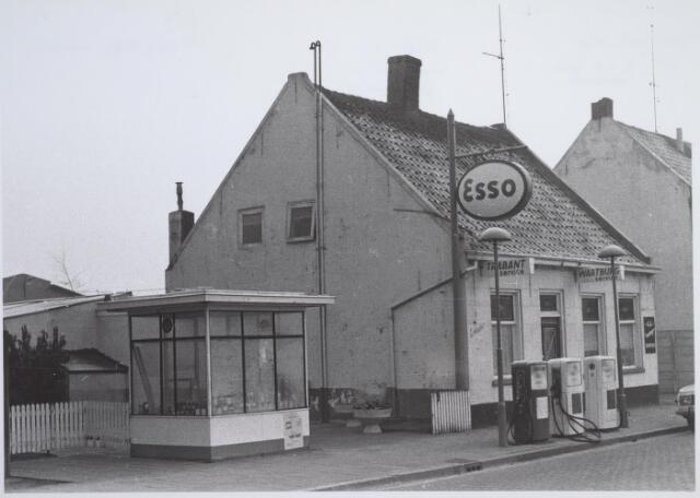 026147 - Garage Oppermans aan het Lijnsheike, dealer van de (Oost-)Duitse merken Trabant en Wartburg en het Tsjechische Lada