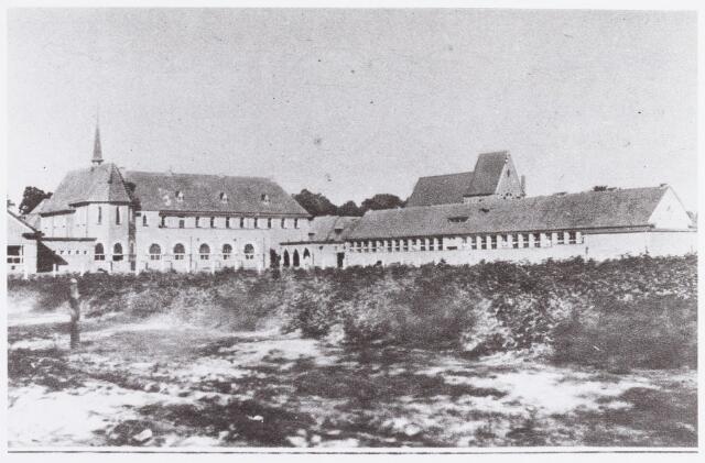 057632 - Schoolstraat. De nieuwe meisjesschool gesticht door de Zr. Franciscanessen, een school met een eigen kapel.