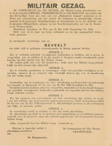 1726_035 - Affiche Tweede Wereldoorlog.   Bevel van het militair gezag. Vanaf de bevrijding in 1944 tot het aantreden van het kabinet Schermerhorn-Drees in juni 1945, werd het overheidsgezag in Tilburg uitgeoefend door het Militair Gezag.  MG beveelt de burgers zich te gedragen overeenkomstig de hierna gegeven bevelen. o.a. dat het verboden is verschijnende drukwerken te drukken, uit te geven, te verspreiden, aan te plakke,n of in de handel te brengen, zonder goedkeuring etc.   Afkomstig van de commandant der 3de divisie, Graswinckel,   Afmeting: 44x57 cm, Drukker onbekend, zonder datum.  WOII. WO2.