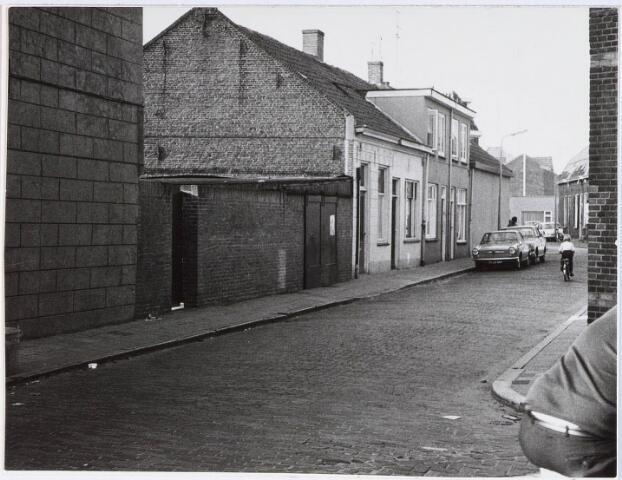 028259 - Gezicht in de Tilburgse Paterstraat in de wijk Sint Anna.