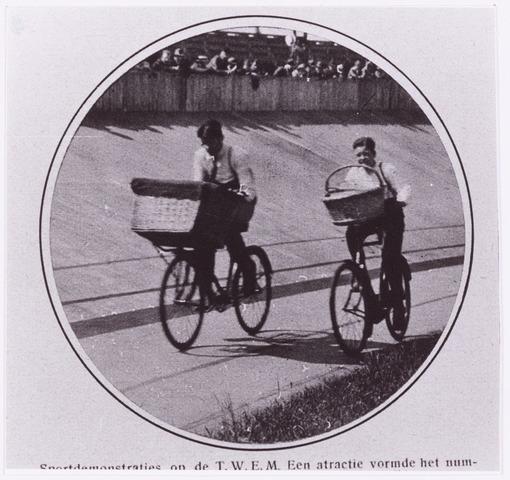054420 - Sport. Wielrennen. Test.nummer races voor loopjongens  Reproductie uit Brabantse Illustratie