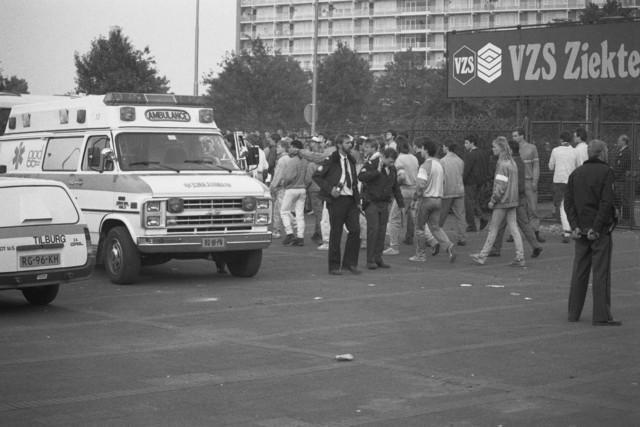 TLB023002543_002 - Hulpdiensten, Ambulance en Politie bij het Willem II stadion