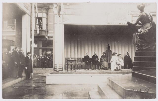 053295 - Koninklijke Bezoeken. Onthulling van het standbeeld van Willem II in aanwezigheid van koningin Wilhelmina.