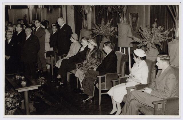 104206 - Feest ter gelegenheid van een jubileum van directeur Ir A. Jansen