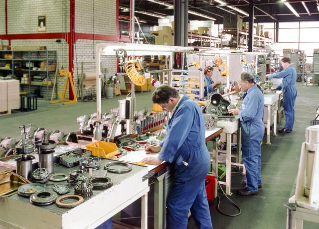 D-000174-1 - Van Doorne's Transmissie, thans Bosch Transmission Technology, aan de Dr. Hub. van Doorneweg, 1988-1991.
