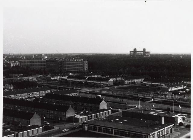 036561 - Panorama van Tilburg vanaf de flat van het Paletplein