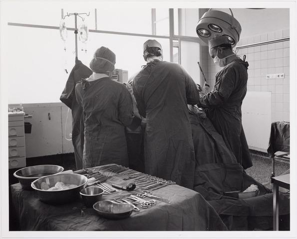 041861 - Elisabethziekenhuis. Gezondheidszorg. Ziekenhuizen. Operatie in het St. Elisabethziekenhuis.