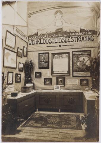 103800 - Internationale Tentoonstelling voor handel en Industrie gehouden van 18 juli - 18 augustus 1924 op een terrein gelegen tussen de Elzenstraat en de Industriestraat. stand Tilburgse arbeidsbeurs.