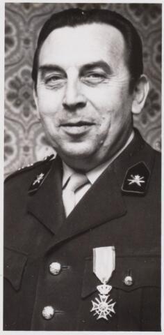 101513 - Politie. Personeel. Onderscheiding voor kapitein J. van Schie