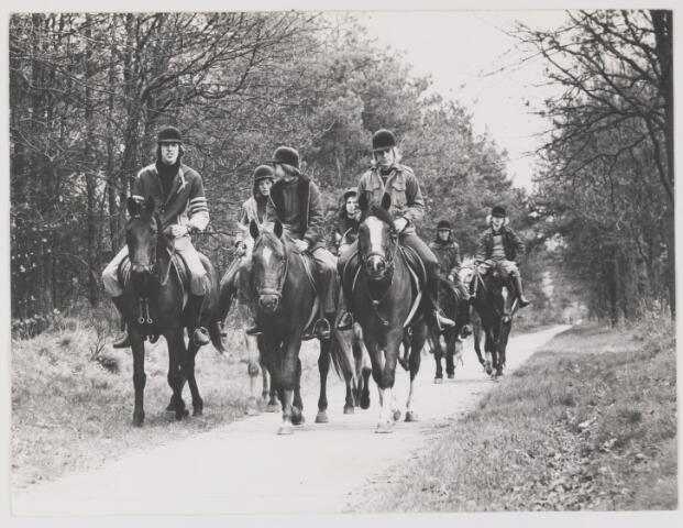 082075 - Paardensport. Ponyruitertjes van de Kleine Heraut uit Rijen