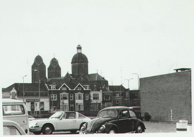 031111 - Schouwburgring. Panorama op panden Bredaseweg met op achtergrond St. Annakerk.