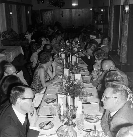 1237_012_990_007 - Viering van een jubileum van textiel firma Van Besouw b.v. bij restaurant Boschlust in Goirle in juni 1976.