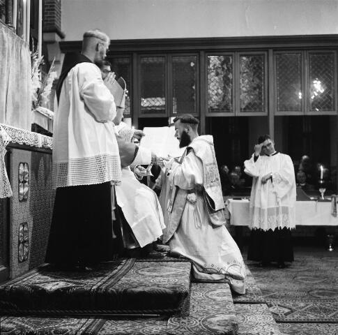050219 - Priesterwijdingen, paters capucijnen