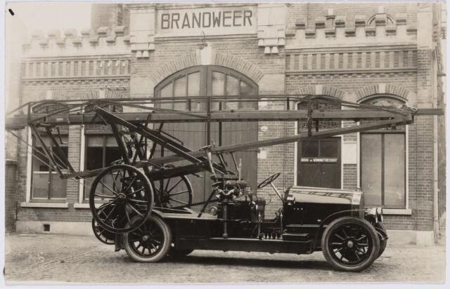 103591 - Brandweer. Afneembare margirusladder in 1923 gebouwd op een Benzchassis. Het chassiis werd in 1930 gebruikt voor een vrachtauto, die in 1930 werd overgenomen door publieke Werken.