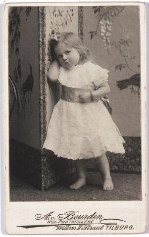 004585 - Noortje HOUBEN, dochter van Jan M.C. Houben (1868-1936) en Anna H.W.M. Janssens (1871-1950).