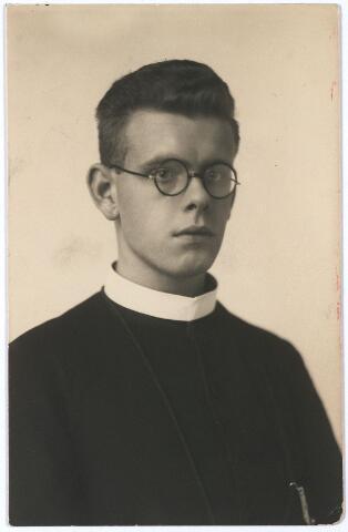 005716 - Portret.  Smetsers, bij zijn professie als frater M. Felicius.