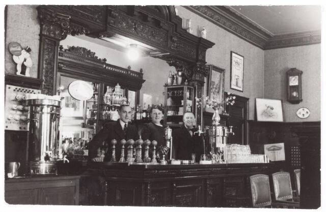 052654 - Muziekleven. Sociëteit Nieuwe Koninklijke Harmonie in de Stationsstraat ± 1930.