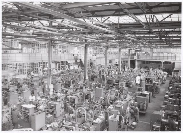 039384 - Volt, Technische Afdeling, Gereedschapmakerij. De Gereedschapmakerij op complex Zuid rond 1960.De foto is genomen in gebouw M ( noordzijde ) vanuit het noord-westen in de richting van het zuid- oosten.
