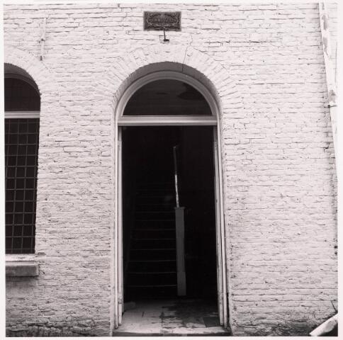033613 - De ingang van Jurgens Txtiel aan de Tuinstraat 47a-49; welk bedrijf op 8 januari 1976 verplaatst werd naar Berkel-Enschot aan de Gen Eisenhowerlaan; thans geheel afgebroken ten behoeve van de bouw van woningen in het Spinnerspark