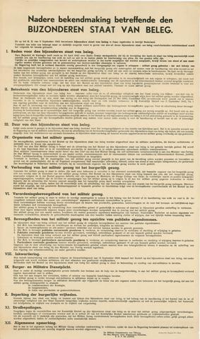 1726_036 - Affiche Tweede Wereldoorlog.  Nadere bekendmaking over de bijzondere Staat van Beleg die is ingetreden in bevrijd Nederland.   Deze affiche geeft inzicht in de gevolgen voor de rechtstoestand. Onder andere het Militair Gezag komt ter sprake. Vanaf de bevrijding in 1944 tot het aantreden van het kabinet Schermerhorn-Drees in juni 1945, werd het overheidsgezag in Tilburg uitgeoefend door het Militair Gezag.   Afkomstig van de militair commissaris van Tilburg, reserve Majoor S.G.P. de Lange.  Afmeting: 62x104 cm, Drukkerij Henri Bergmans N.V. Tilburg, 1943.  WOII. WO2.
