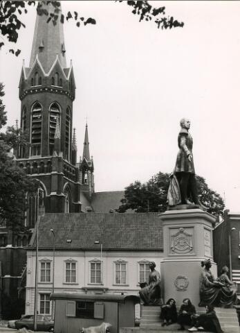 200345 - Standbeeld koning Willem II op de Heuvel.
