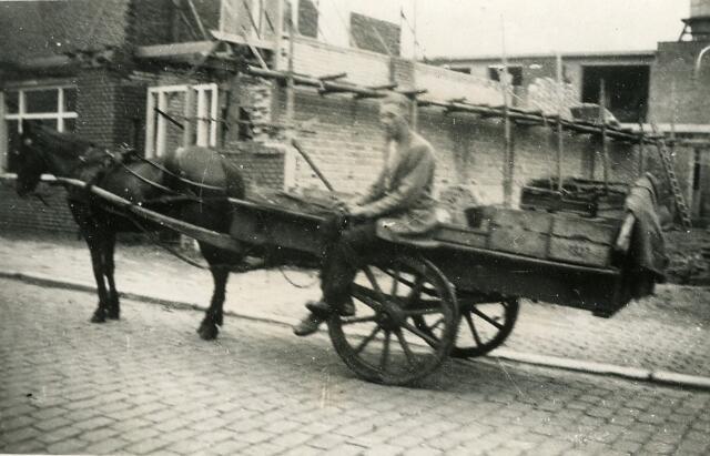 092816 - Verbouwing van de timmerfabriek van de firma J.G. Broeders & Zonen aan de Groeseindstraat 37-39. Het betrof de uitvoering van het plan uit 1929 tot uitbreiding van de werkplaats aan de Groeseindstraat, ontworpen door Juan Broeders.