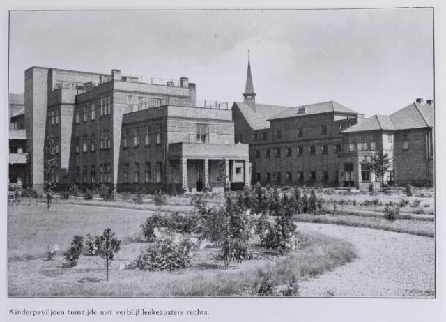 041711 - elisabethziekenhuis. Gezondheidszorg. Ziekenhuizen. Zicht op het kinderpaviljoen met  rechts verblijf van de lekenzusters, vastgebouwd aan het klooster van het St. Elisabethziekenhuis.