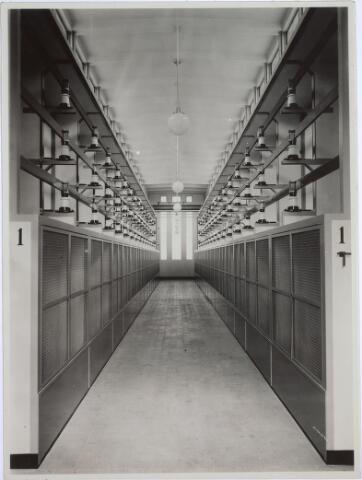 025186 - Interieur van het schakelstation van de GEB aan de Lange Nieuwstraat anno 1932