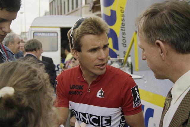 TLB023000299_002 - Wielrenner Erik Breukink tijdens de Profronde van Nederland in de 1e etappe, met de start in Leiden en de finish in Tilburg. Erik Breukink eindigt na 5 dagen als winnaar van het eindklassement.