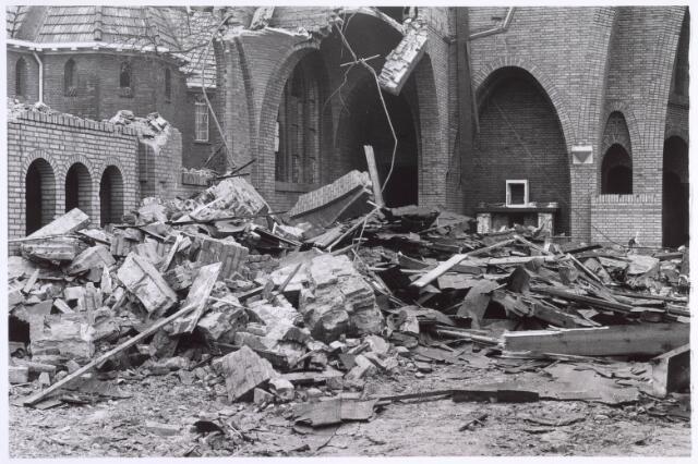 022312 - Afbraak van de Groeseindse kerk in 1981