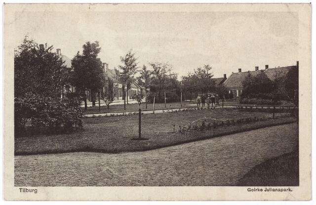 001370 - Het Julianapark werd aangelegd in 1909, maar pas in 1927 zo genoemd, eerder heette het 't Goirke. Op 26 februari 1942 werd de naam van het park op last van de bezetter gewijzigd in Goirkepark. Na de oorlog werd de naam weer Julianapark. In de volksmond werd het parkje ook Geitenpark genoemd.