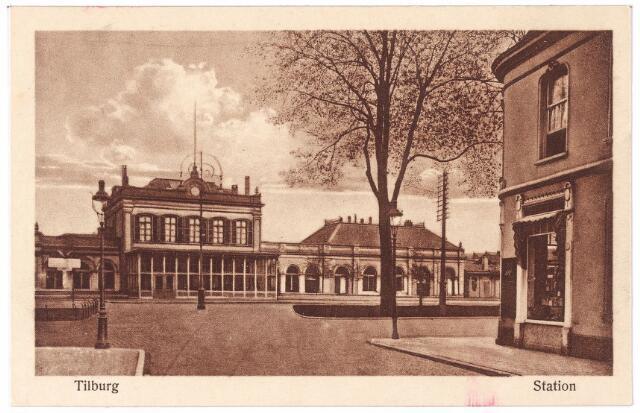 002260 - Station aan de Spoorlaan gezien vanuit de Stationstraat.