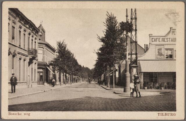 010340 - Bosscheweg, nu Tivolistraat, met rechts café Bellevue. Links bij het hoekhuis de ingang van de Veemarktstraat.