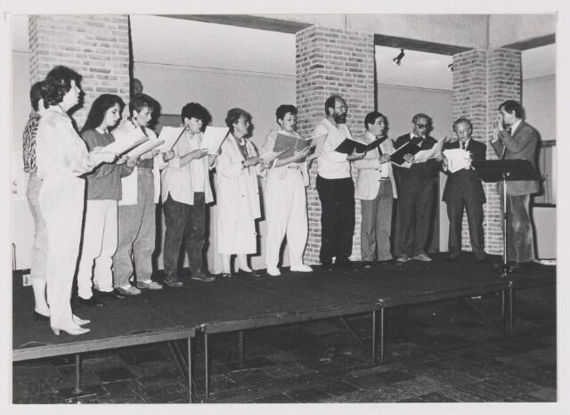 081713 - K.A.M. 1987. Vocaal Emsemble in het gemeentehuis te Rijen