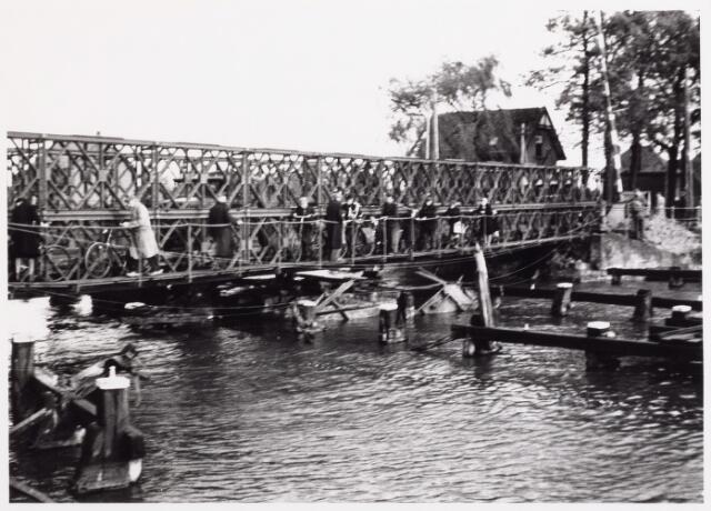 012691 - WO2 ; WOII ; Tweede Wereldoorlog. Herstel. Noodbrug over het Wilhelminakanaal bij de Bosscheweg. De brug kon reeds op 8 november 1944 in gebruik worden genomen