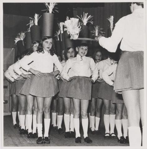 081647 - Viering 100-jarig bestaan van meisjesschool St. Joseph te Gilze