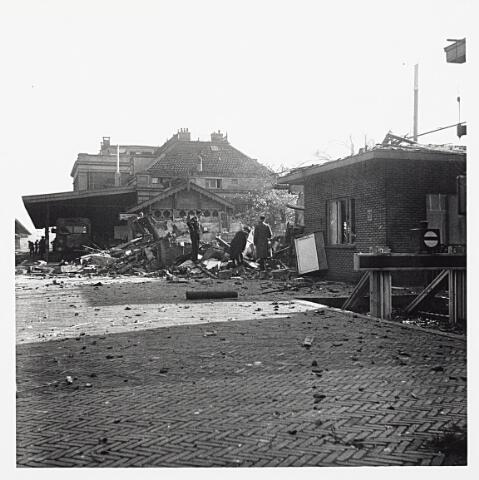 012179 - WO2 ; WOII ; Tweede Wereldoorlog. Vernielingen. Vernielingen nabij het NS-station aan de Spoorlaan