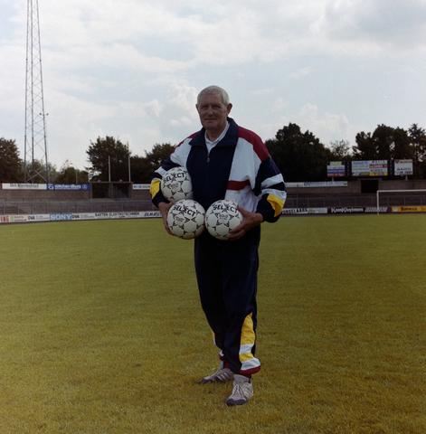 1237_010_672-4_008 - Gerard van der Wiel uit Sprang Capelle. Sportmasseur bij Willem ii.