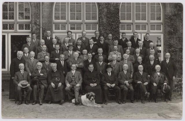 044832 - Tilburgse deelnemers aan een retraite in het retraitehuis Ignatius van Loyola te Vught.