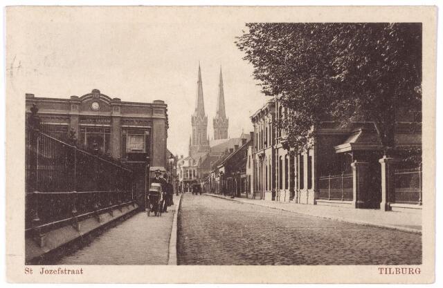 001352 - St. Josephstraat, links het ketelhuis van de N.V. Wollenstoffenfabriek Beka, gesloopt in 1965. De schoorsteen is gebouwd in 1904.