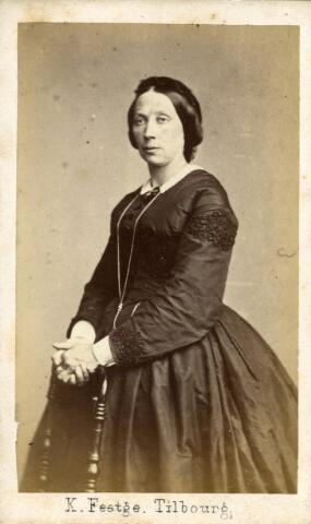 092932 - Hendrika Reijners, geboren te Druten op 9 maart 1825 en overleden te Arnhem op 28 februari 1899, dochter van Mattheus Reijners en Geertruida van Kessel. Zij trouwde te Druten in 1854 met B.J.A. van Spaendonck.