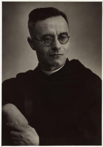 007989 - Adrianus Josephus Johannes Teurlings geboren 16 november 1902 zoon van steenfabrikant Johannes Teurlings en van Petronella Maria Catharina v.d. Rijdt, trad in bij de paters Augustijnen en werd 30 mei 1931 priester gewijd. Kloosternaam pater Justinus.