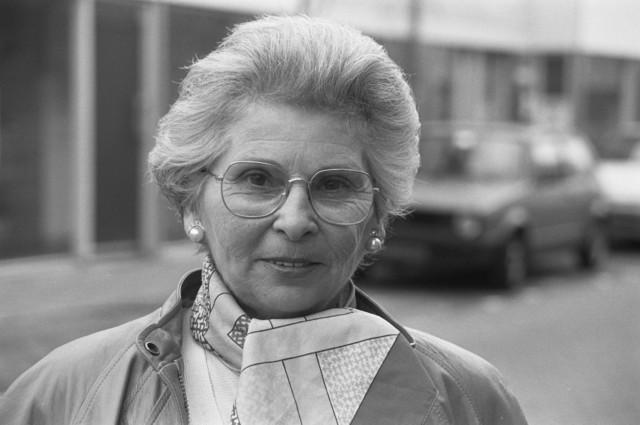 TLB023002722_003 - Portret van Tessy van Dooren-Jongen (2 februari 1931 - 2 januari 2002), gemeenteraadslid voor de Algemene Bejaardenpartij Tilburg