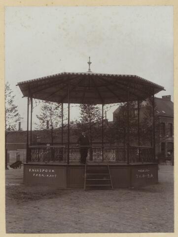 068482 - Kiosk op de Heuvel, geschonken door de fabrikant F. Hexspoor