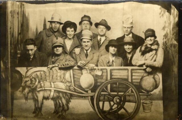 600970 - Kermisfoto van de familie Houben-Janssens uit de St. Josephstraat.