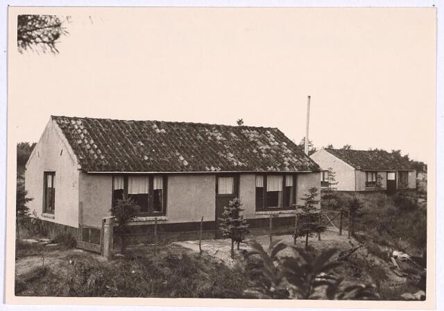 025077 - Panden Langendijk 21 (rechts) en 25B (links) eind 1962