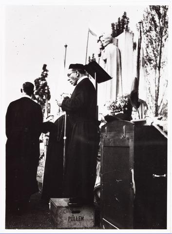 009860 - 100-jarige herdenking priesterwijding Petrus Donders. Frater Ludwinus Kleiberg met callot.