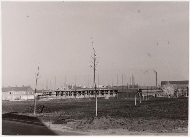 """033202 - In 1957 werd aan het Textielplein 86 de huishoudschool """"Ancilla Domini"""" gebouwd"""