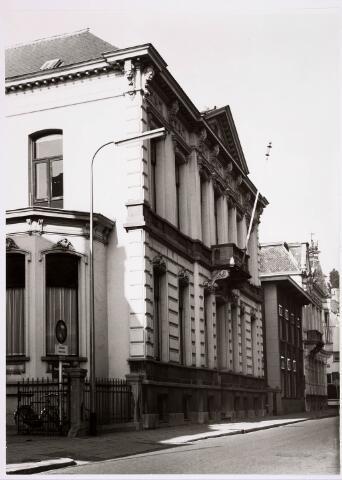 035283 - Voormalige fabrikantenwoning in de Willem II-straat. Het werd gebouwd in eclectische stijl in 1865. Na de oorlog was er de bedrijfsvereniging voor de agrarische sector in gevestigd. Tegenwoordig is er een theater, De Vorst geheten, en het kantoor van de Tilburgse Kunststichting gehuisvest